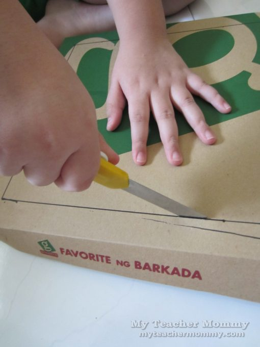 Cut along three sides of the lid. Pizza box solar oven