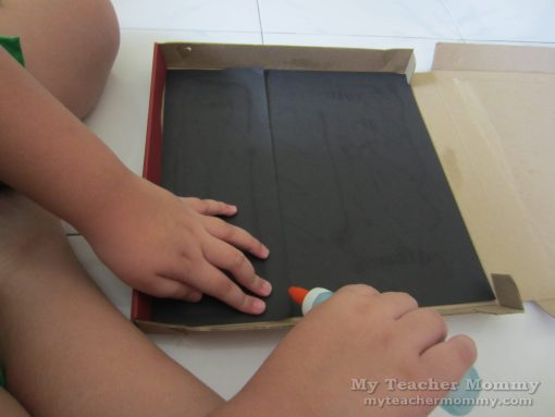 Line the bottom of the box with black construction paper. Pizza box solar oven