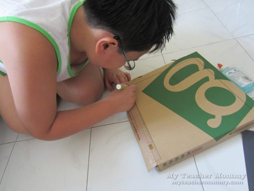 Draw a square on the lid. Pizza box solar oven