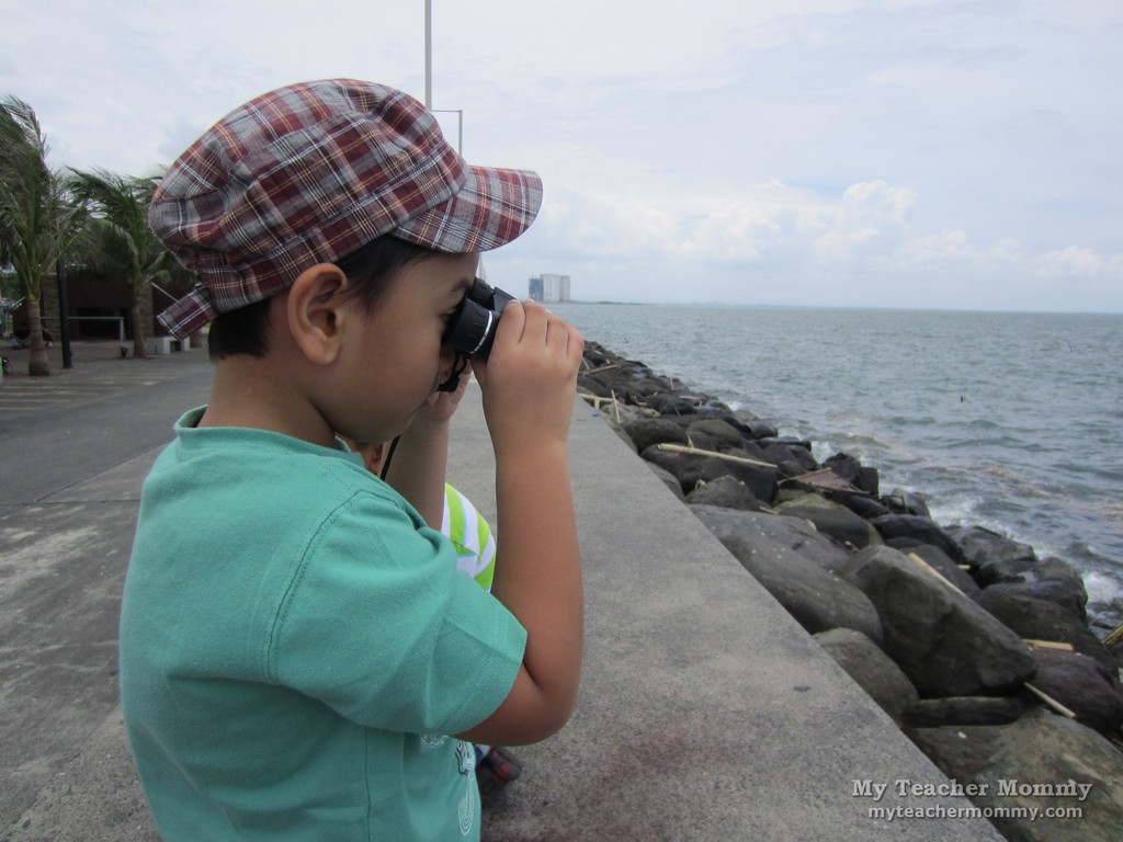 manila_bay_watching_thru_binoculars